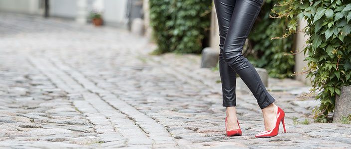 Sex In The City Meets Shoes on the Internet: Shoe Retail Web Sites Making Carrie Bradshaw Proud