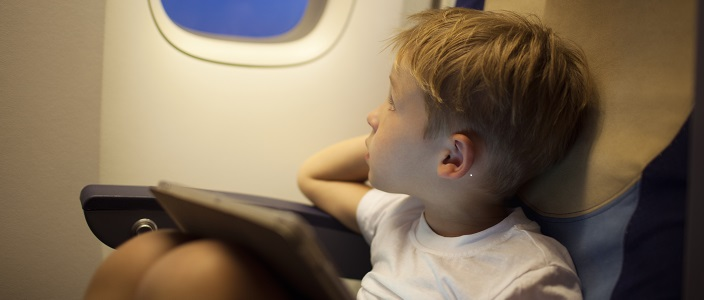 4 Tips for Entertaining the Kids on a Long Flight